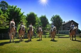 Escursioni a cavallo o a piedi presso Agriturismo del Cimone